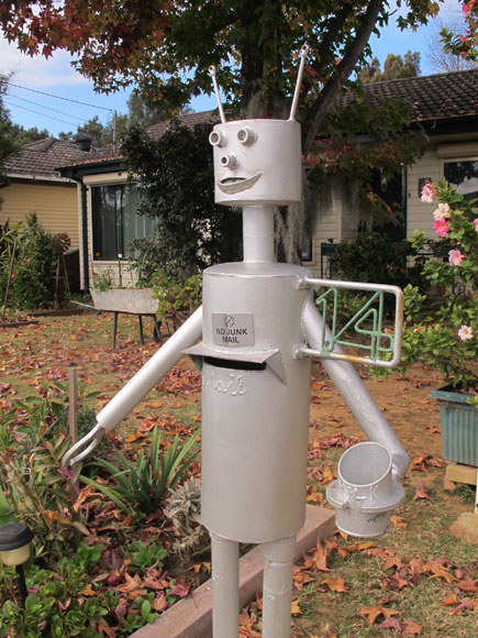 fairfield-west-robot-mailbox-2-um.jpg