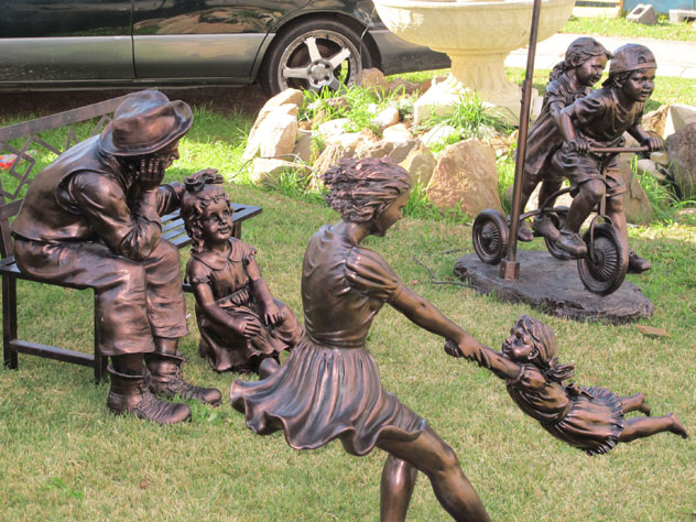 fairfield-west-family-statues-1-xg.jpg