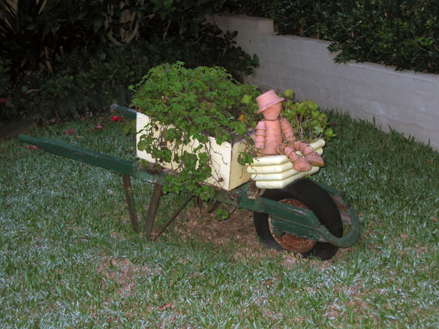 oatlands-garden-wheelbarrow-driver-xg.jpg