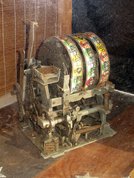 rosebery-old-poker-machine-s.jpg
