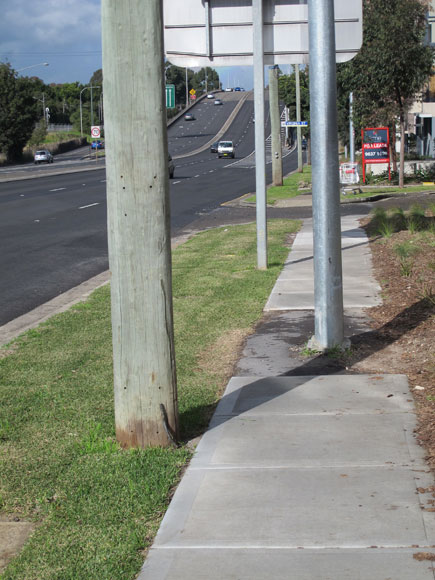 rosehill-footpath-obstacle-2-w.jpg