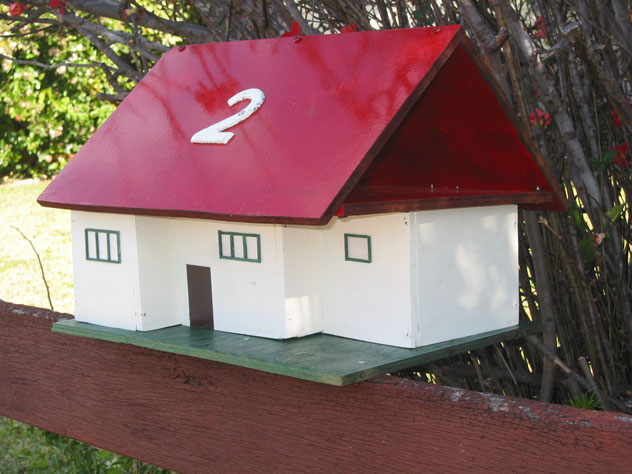 tennyson-point-mailbox-roof-red-um.jpg