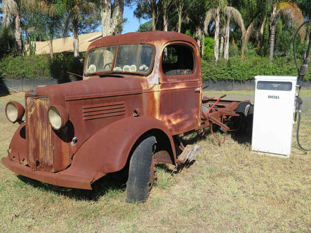 windsor-downs-old-trucks-1-uv.jpg