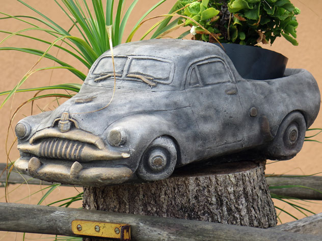 yagoona-sculpture-old-holden-usc.jpg